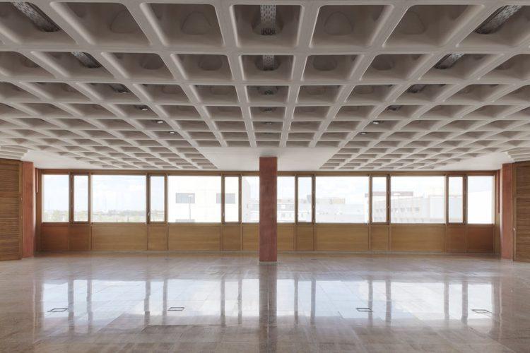 تشخیص سن ساختمان سقف وافل به چه نحوی است؟